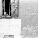 Ya du monde au balcon ! Poissonnerie par Hunchentoot - Sollies Toucas 83210 Var Provence France