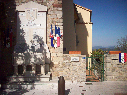 Monument aux morts, Solliès-Ville, Var. par Only Tradition