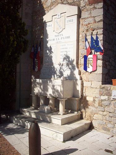 Monument aux morts, Solliès-Ville, Var. par Only Tradition