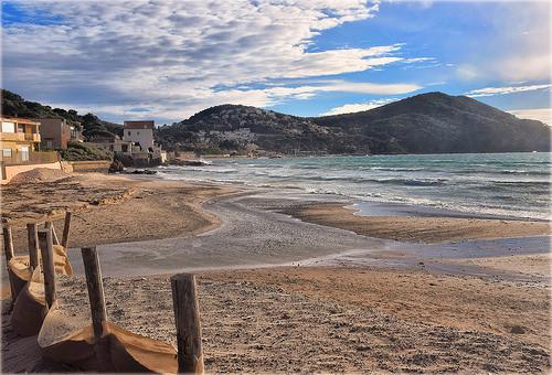 La plage de sable de Saint-Cyr-sur-Mer by Charlottess