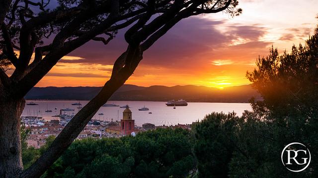 Coucher de soleil sur Saint-Tropez (Var - St. Tropez) par R.G. Photographe