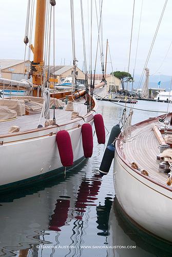 Saint Tropez - Sail boats par Belles Images by Sandra A.