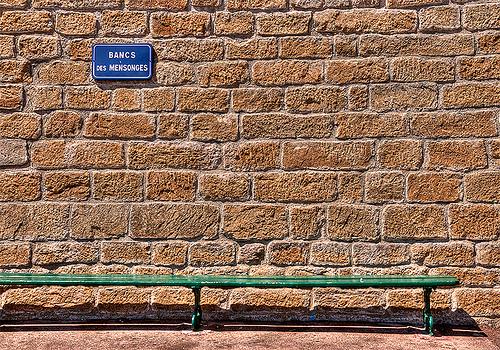 Banc des mensonges à Saint Tropez by lucbus