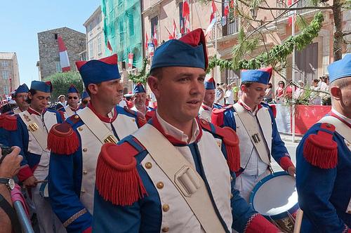 Bravades de Saint-Tropez : uniformes par PUIGSERVER JEAN PIERRE
