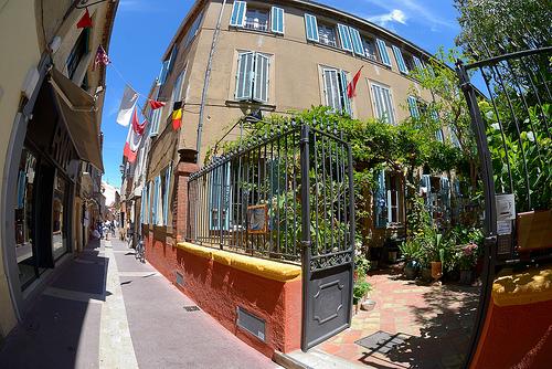 dans les rues de Saint-Tropez by Massimo Battesini