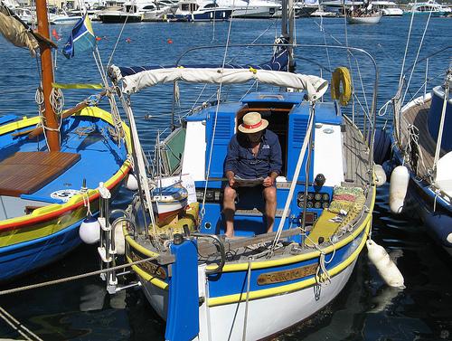 Voilier dans le Port de Saint-Tropez par myvalleylil1