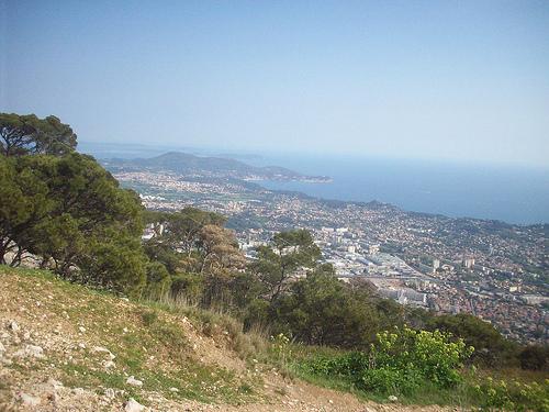 Vue sur Toulon, jusqu'aux îles d'Hyères. Mont Faron, Toulon. by Only Tradition
