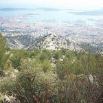 Vue sur Toulon, la presqu'île de Saint-Mandrier, le Cap Sicié. Mont Faron, Toulon. by  - Toulon 83000 Var Provence France