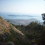 Vue sur Toulon et la presqu'île de Saint-Mandrier. Mont Faron, Toulon. by  - Toulon 83000 Var Provence France
