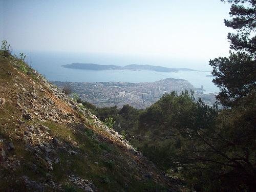 Vue sur Toulon et la presqu'île de Saint-Mandrier. Mont Faron, Toulon. by Only Tradition