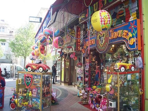 Des magasins de jouets comme il n'en existe plus. by Only Tradition