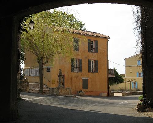La maison jaune de Tourtour par myvalleylil1