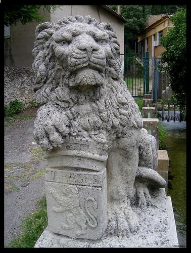 Varages - Statue du Lion de la Foux par Renaud Sape