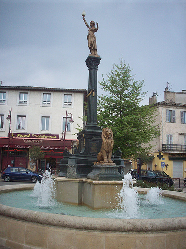 Fontaine, Place de l'Hôtel de Ville, Vidauban, Var. par Only Tradition
