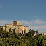 le Château d'Ansouis et chapelle romane à contreforts par La Enry - Ansouis 84240 Vaucluse Provence France