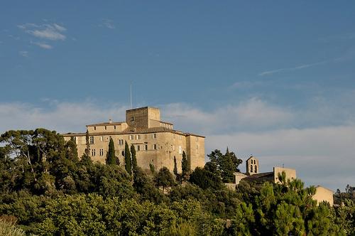 le Château d'Ansouis et chapelle romane à contreforts par La Enry