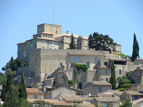 Le château qui domine Ansouis par tautaudu02
