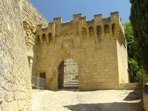 Une des portes d'entrée du Château d'Ansouis par tautaudu02