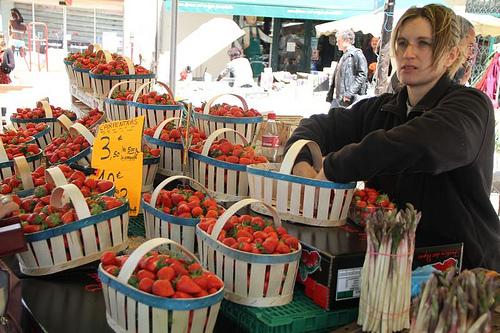 Les bonnes fraises de Carpentras by Yigal Chamish