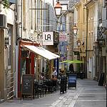 Dans les rues d'Apt - Provence - Luberon par Babaou - Apt 84400 Vaucluse Provence France