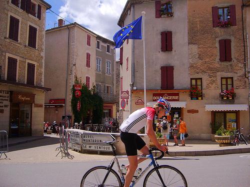 Vers le Mont-Ventoux... à vélo par denismartin