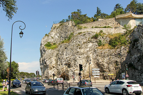 Boulevard de la Ligne - Rocher des doms à Avignon by Meteorry