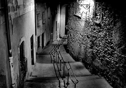 Ruelle - Avignon backstreet B&W by fiatluxca