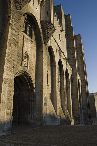 Entrée du Palais des Papes d'Avignon par cpqs
