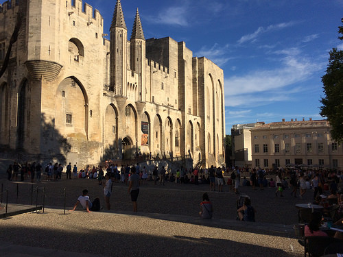 Festival d'Avignon 2017 : devant le palais des papes by gab113