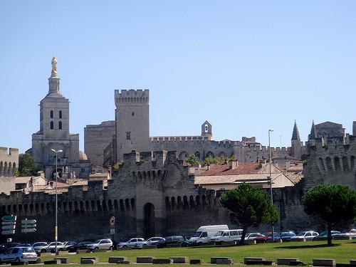 Remparts et Palais des papes d'Avignon by twiga_swala