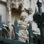 Statue : La vierge et l'enfant by Cilions - Avignon 84000 Vaucluse Provence France