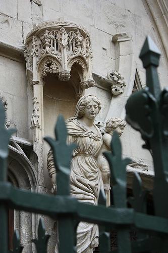 Statue : La vierge et l'enfant par Cilions
