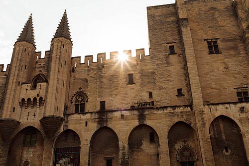Palais des papes d'Avignon - créneaux by José Schettini Sobrinho