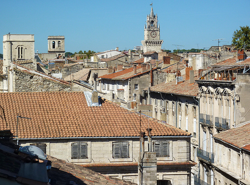 Les toits et campaniles d'Avignon by Toño del Barrio