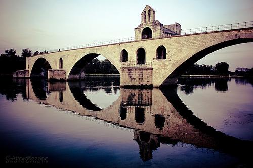 Sur le Pont d'Avignon, l'on y danse... par claude.attard.bezzina