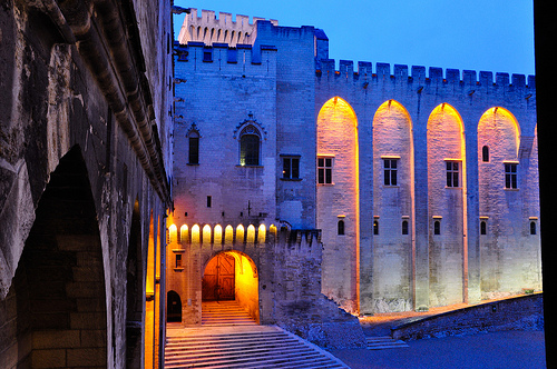 Palais des Papes éclairé, Avignon, France by Laurent2Couesbouc