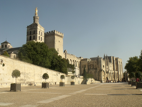 L'imposant Palais des Papes d'Avignon by george.f.lowe