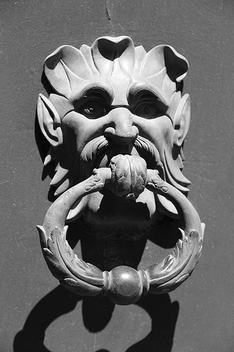 Avignon Doorknocker par 6835