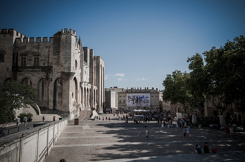 Place du palais des papes par Joël Galeran