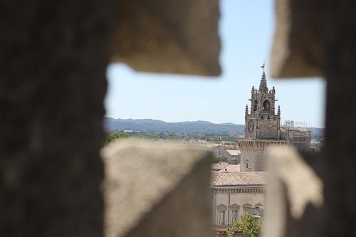 Tour de l'Horloge vu depuis le Palais des Papes par gab113