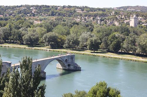 Le Pont d'Avignon... qui s'arrête en plein milieu by gab113