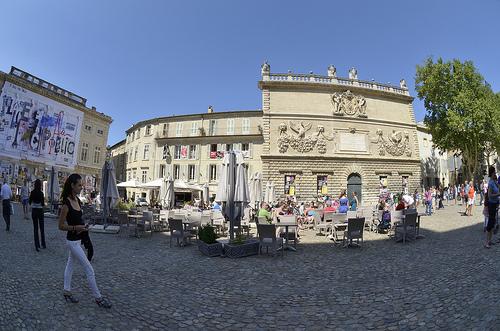 L'Hôtel des Monnaies, Place du Palais des Papes - Avignon par Massimo Battesini