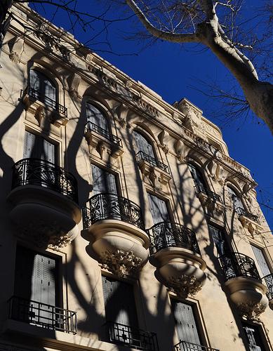 L'ombre des platanes sur les facades par byb64