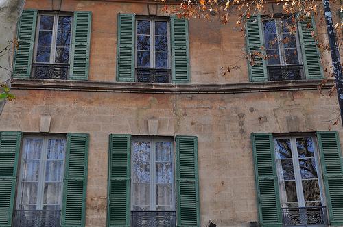 Les fenêtres, rue Gérard Philippe par byb64