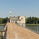 Sur le Pont Saint-Bénézet - Avignon par Meteorry - Avignon 84000 Vaucluse Provence France