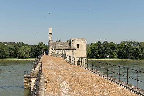 Sur le Pont Saint-Bénézet - Avignon by Meteorry