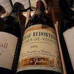 dégustation de vin par  - Beaumes de Venise 84190 Vaucluse Provence France