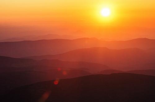 Vue du Ventoux au lever du soleil... par Stéphan Wierzejewski