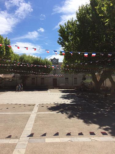 14 juillet à Bedoin - devant l'école municipale by gab113