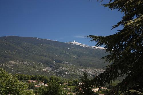 The Mont-Ventoux seen from Bédoin par Sokleine